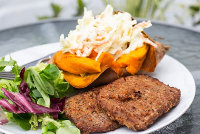 Skinni peppered beef steaks with baked sweet potato and low fat slaw